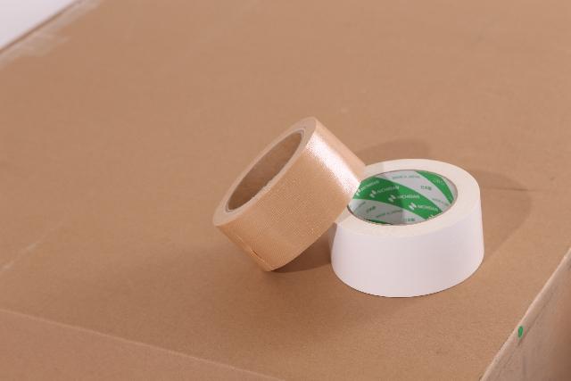 ガムテープを使ってダウンブローのインパクトになっているかを確認しよう
